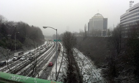 I-84/Banfield Expressway at the start of snow, looking towards downtown.