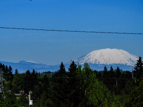 oh-hey-there-mt-rainier-i-see-you-peeking-or-is-it-peaking-to-the-left-of-st-helens_26468445631_o