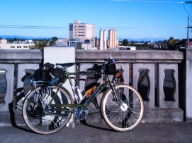 ah-the-mountain-is-out-and-finally-has-snow-on-it-the-other-mountains-have-snow-on-them-too-taken-as-always-from-the-vancouver-avenue-viaduct-mthood-raleighsuperbe-raleighbicycles-threespeedoct2016_2